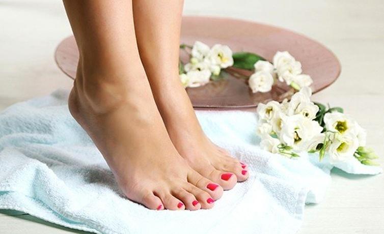 Çatlamış ayaklara ne iyi gelir fırçalamayı ihmal etmeyin!